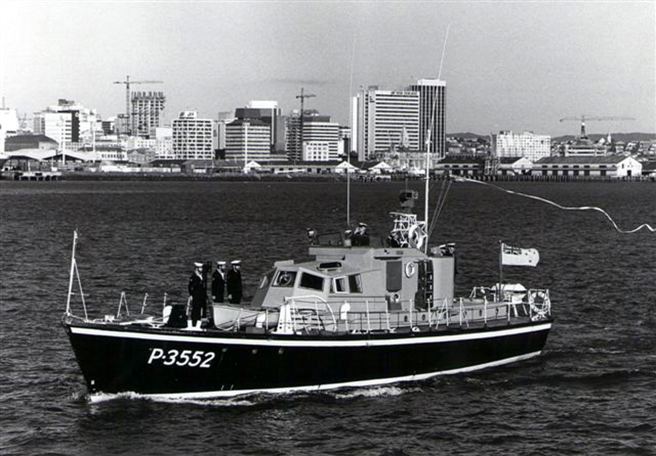 HMNZS PAEA Paying off 1985